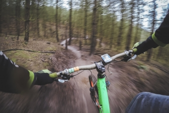 mountain-biking-1210066_1920.jpg